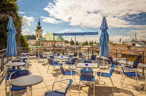 Panoramaterrasse des AllYouNeed-Hotels in Salzburg